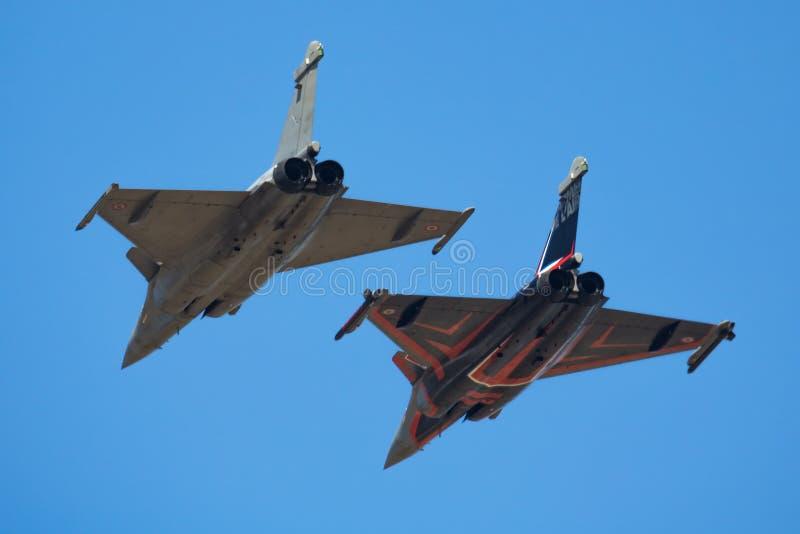 De Franse vechter van Luchtmachtrafale spuit aankomst voor airshow van de de Luchttatoegering 2018 van RIAT Koninklijke Internati stock fotografie