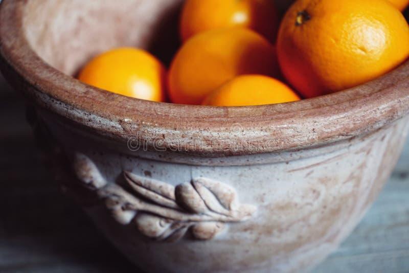de fruit toujours vase orange à cruche d'argile de la vie photo stock