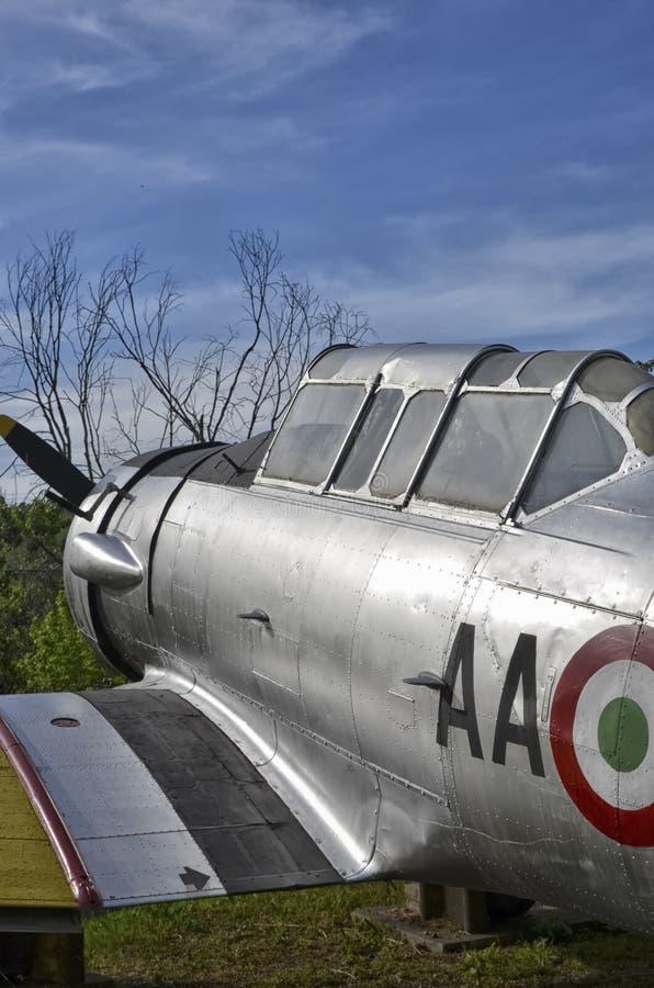 De fuselage van het vliegtuigenaluminium met klinknagels stock afbeelding