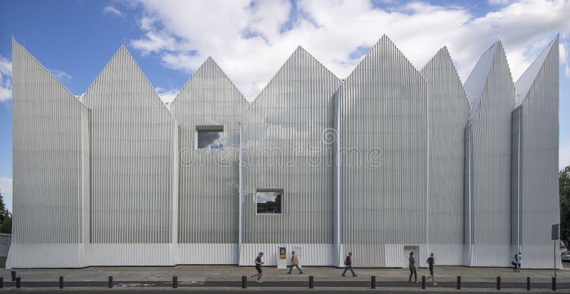 De futuristische bureaubouw in Filharmonische Szczecin royalty-vrije stock afbeelding