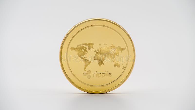 De fysieke munt van metaal gouden Ripplecoin op witte achtergrond XRP-muntstuk royalty-vrije stock afbeelding