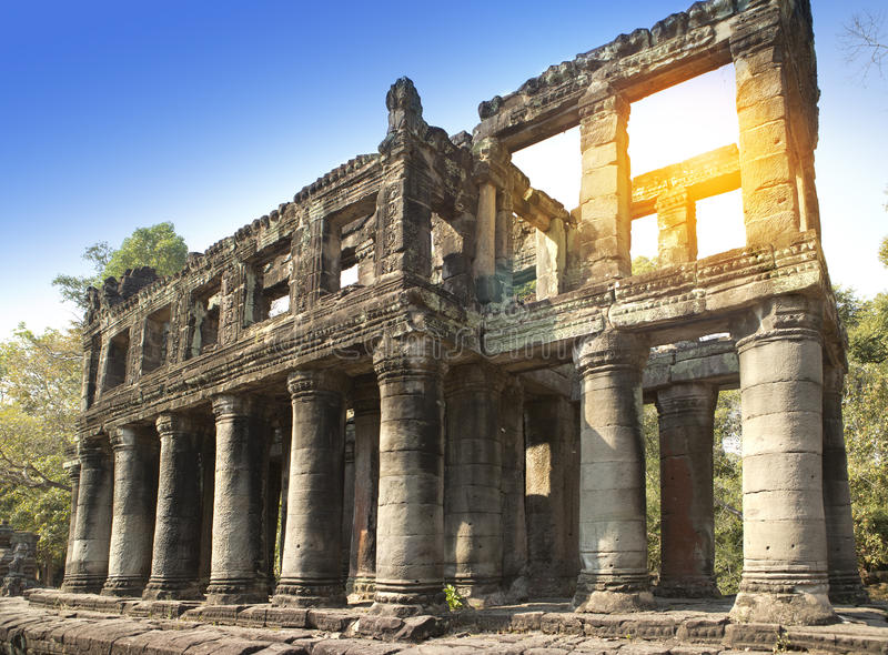 De galerij in de ruïnes van tempelpreah Khan (12de Eeuw) in Angkor Wat, Siem oogst, Kambodja stock afbeelding