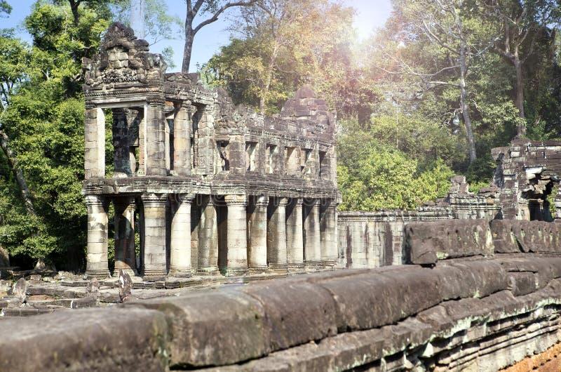 De galerij in de ruïnes van tempelpreah Khan (12de Eeuw) in Angkor Wat, Siem oogst, Kambodja stock afbeeldingen
