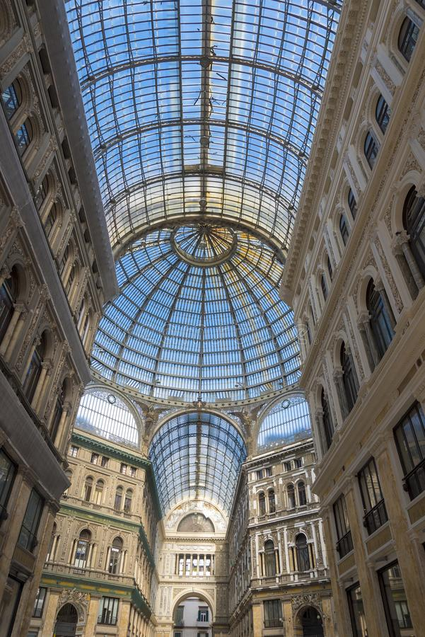 De galerij van Umberto I in Napels, Italië op een Zonnige dag royalty-vrije stock afbeelding