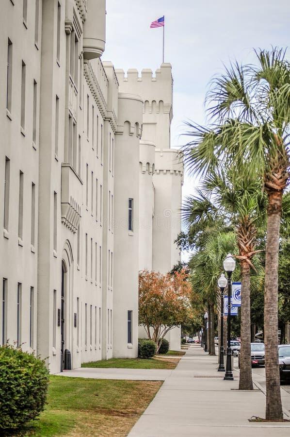 De gamla citadellcapusbyggnaderna i charlestonen South Carolina royaltyfri foto