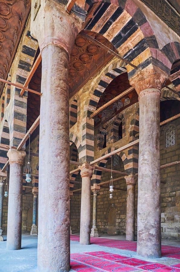 De gamla kolonnerna i Al-Nasir Muhammad Mosque, Kairocitadell, Egyp fotografering för bildbyråer