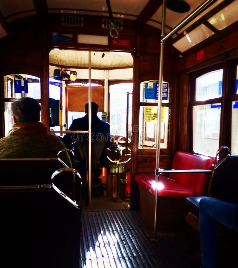 De gamla spårvagnarna av Lissabon royaltyfri bild