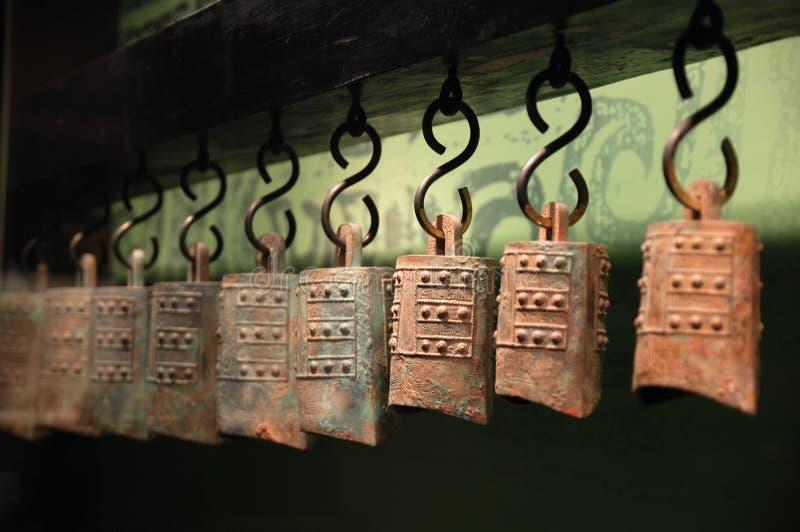 De gammala bronze chimesna arkivfoton