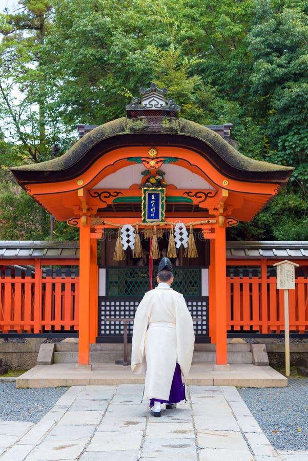 De gang van abt bij taishaheiligdom van fushimiinari één van aantrekkelijkheidsoriëntatiepunten voor toerist in Kyoto stock foto