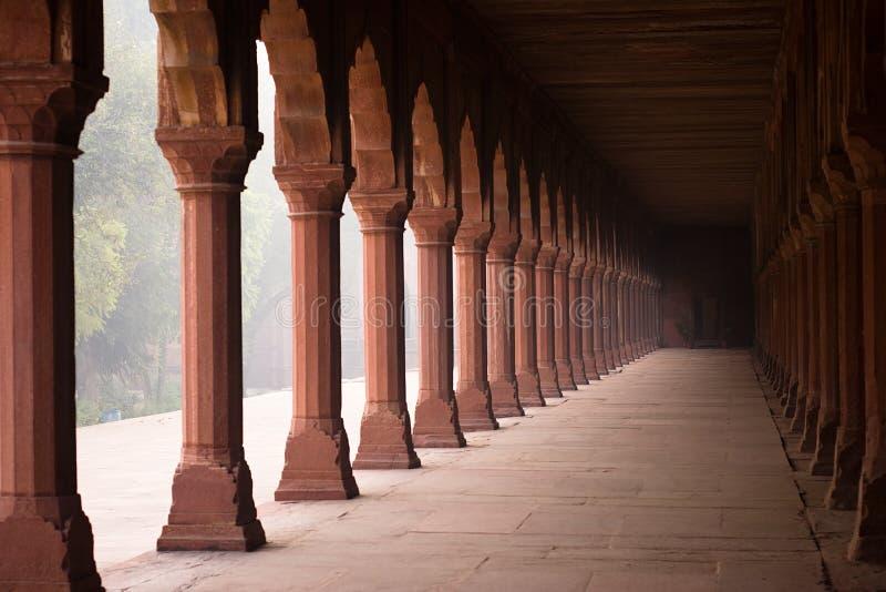 De gang van de ingang aan Taj Mahal stock afbeeldingen
