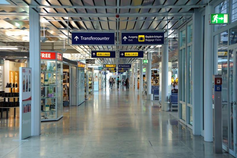 De gang van de luchthaven stock foto