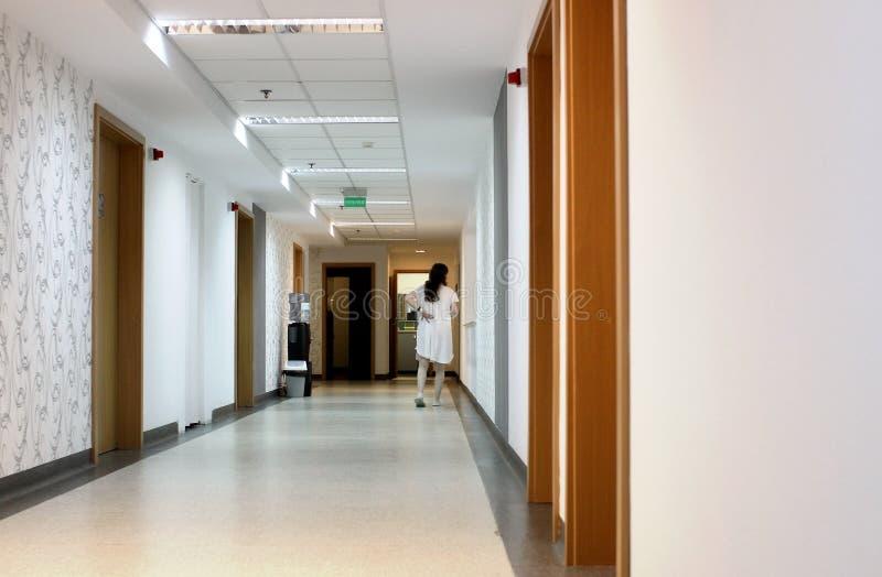 De gang van het ziekenhuis royalty-vrije stock foto's