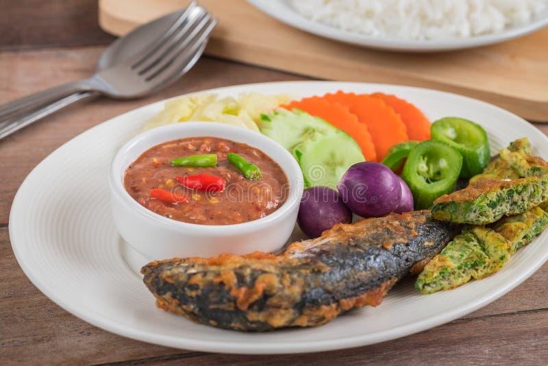 De garnalen kleven saus met groenten, gebraden makreel, rijst, Thais voedsel royalty-vrije stock fotografie