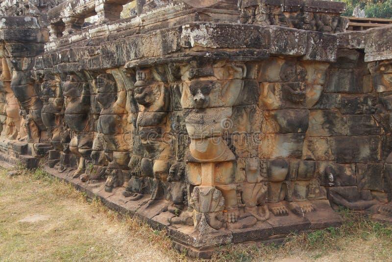 De Garudastandbeelden verfraaien muren stock foto's