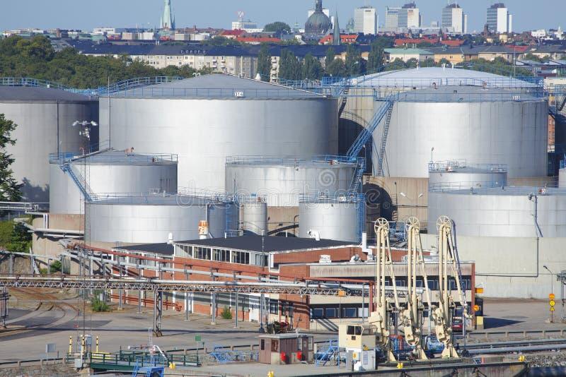 De gashouders van de olie stock foto's