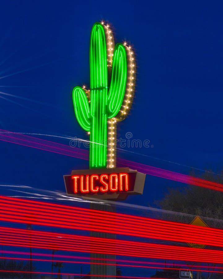 De Gateway Saguaro, Tucson, Arizona, de V.S. van het neonteken royalty-vrije stock foto's