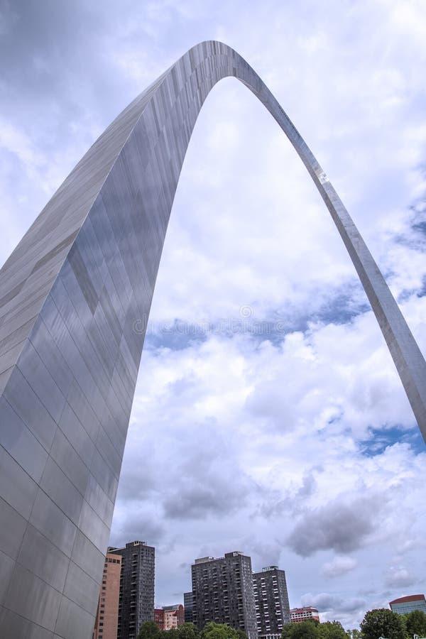 De gatewayboog van St.Louis Missouri, architectuur, wolken, hemel royalty-vrije stock afbeeldingen