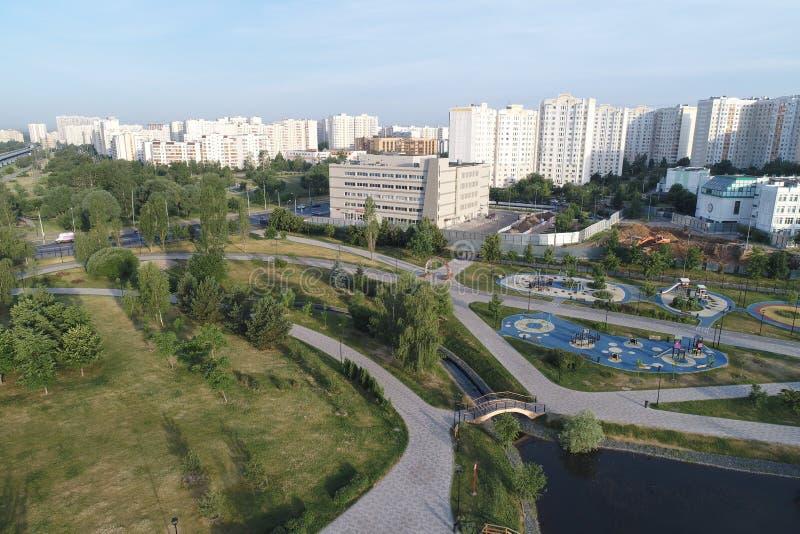 De Gavrikovskiyvijver en Butovo-het park van de vogels nemen, Moskou, Rusland waar stock afbeelding