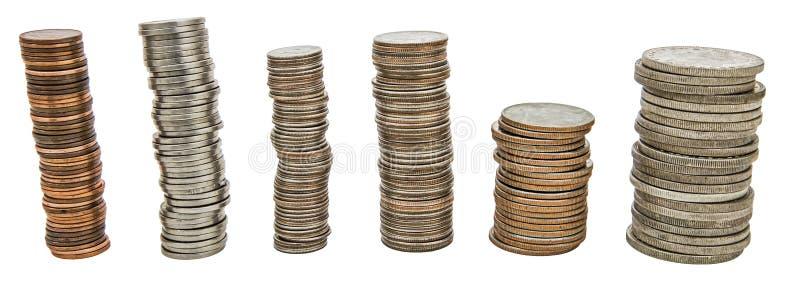 De geïsoleerde achtergrond van muntstukkenstapels collage stock afbeelding