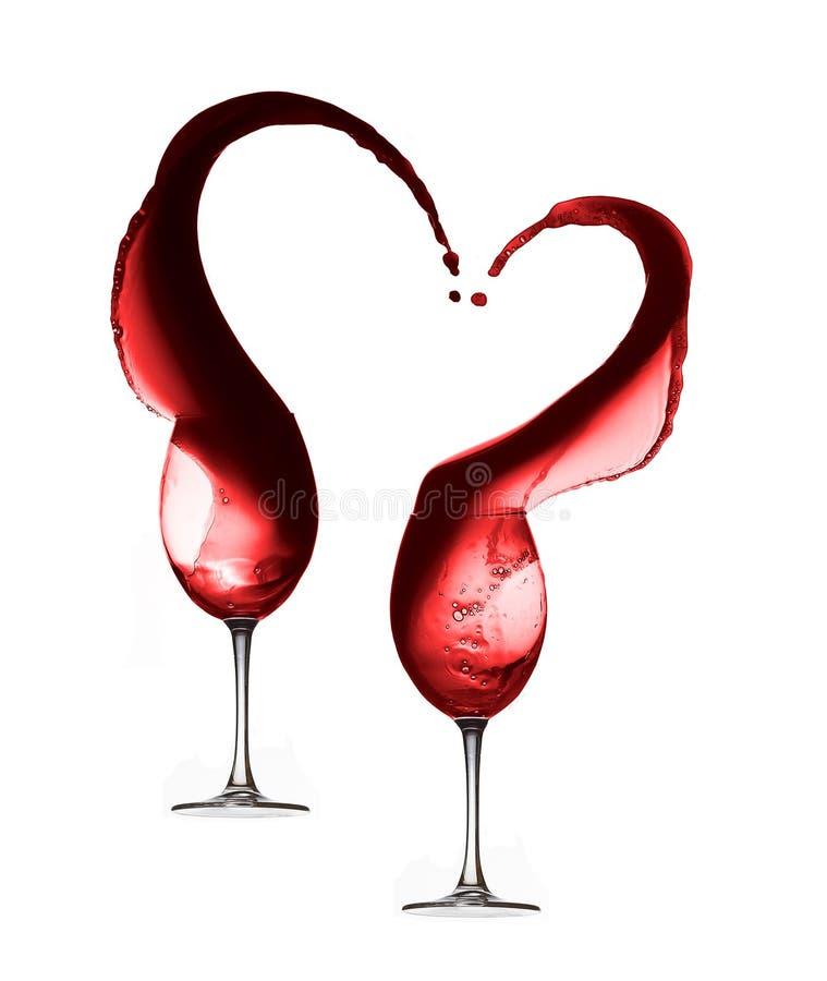 De geïsoleerde plons van het rode wijnhart met twee wijnglazen stock fotografie