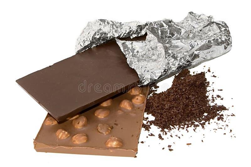 De geïsoleerdea chocolade van plakken en geraspte chocolade stock foto's