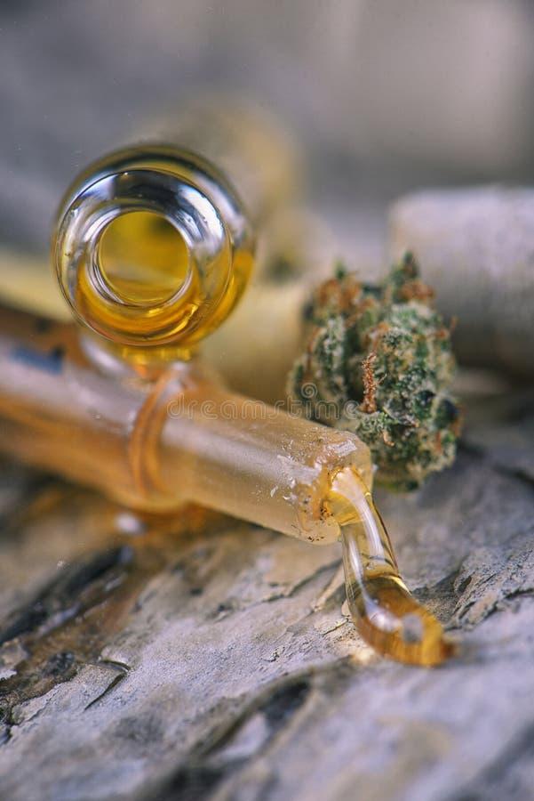 De geassorteerde containers van de cannabisolie met CBD, levende hars en andere royalty-vrije stock fotografie