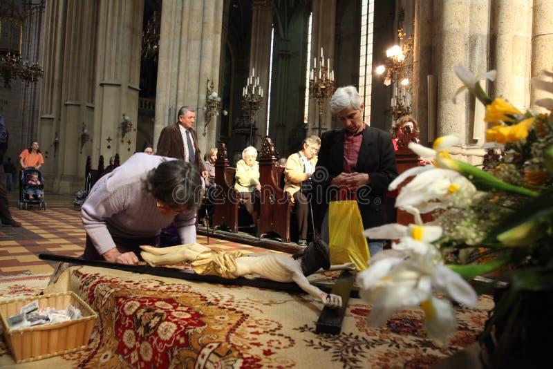 De gebeden vóór het graf van Christus royalty-vrije stock afbeeldingen