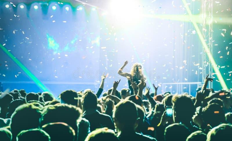 De gebeurtenis van het overlegfestival met de speelmuziek van DJ bij na partij royalty-vrije stock foto's