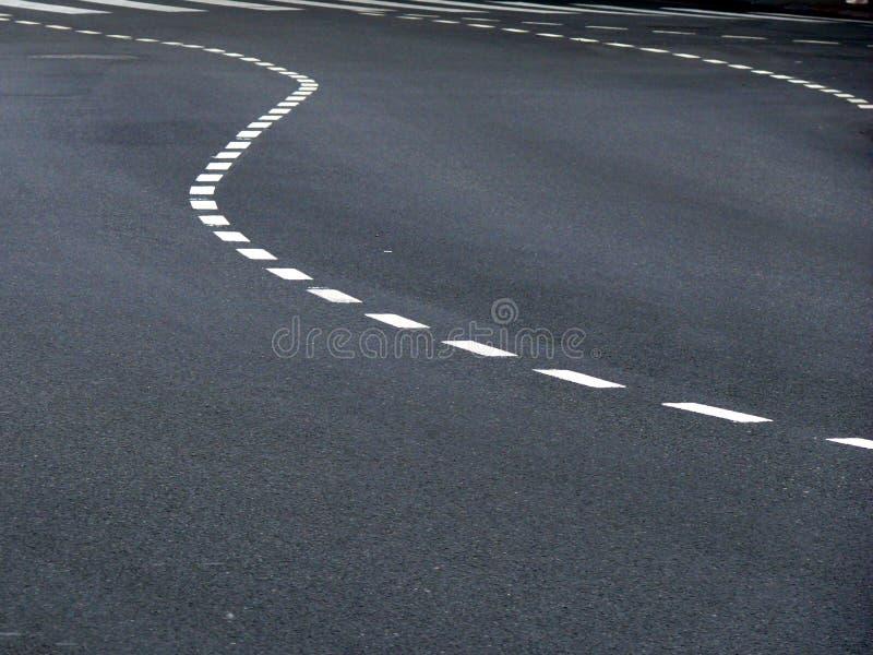 De gebogen Tekens van het Verkeer op Asfalt stock afbeeldingen