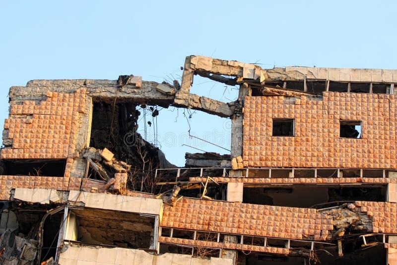 De gebombardeerde bouw in Belgrado royalty-vrije stock foto's