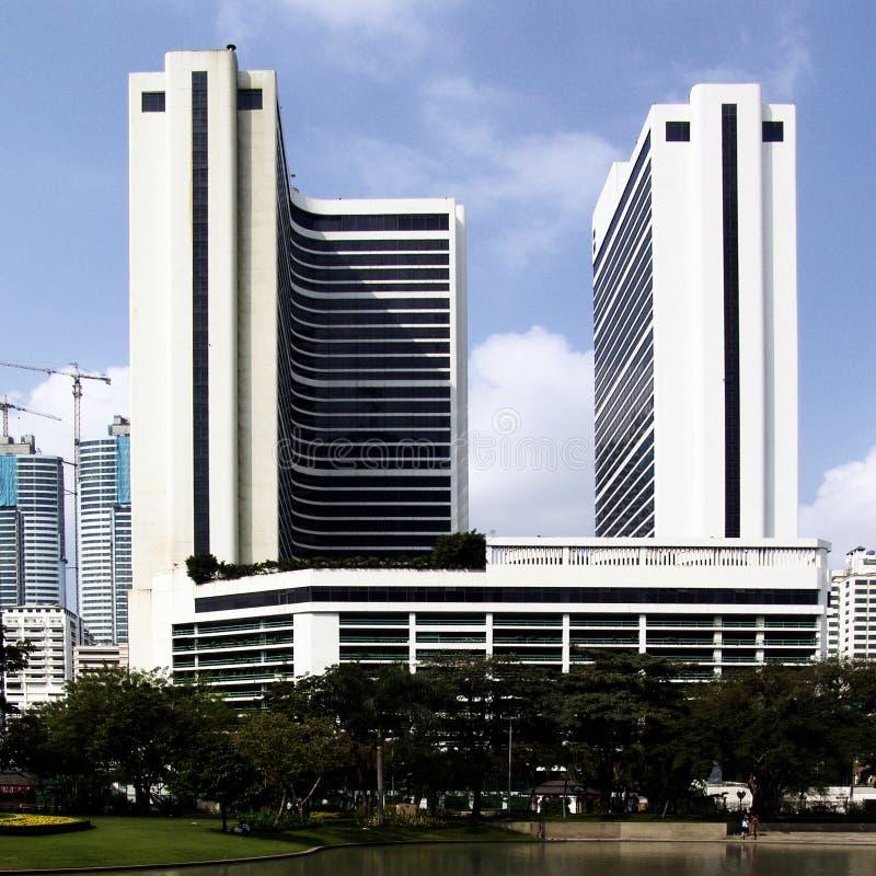 Download De Gebouwen van Bangkok stock afbeelding. Afbeelding bestaande uit vijver - 10776625