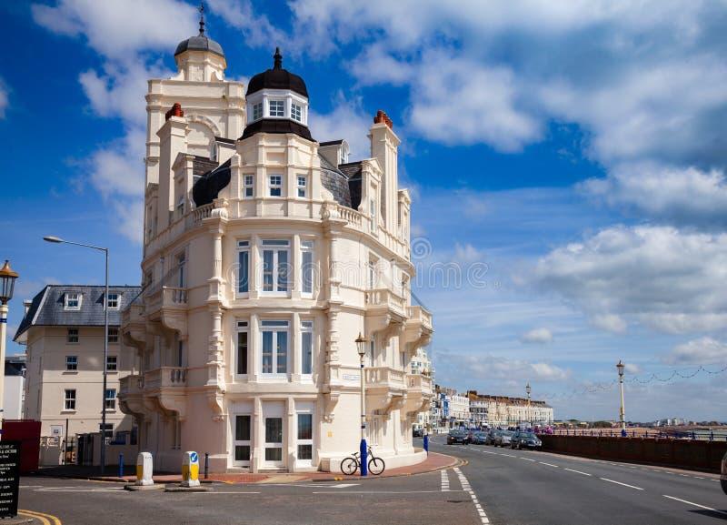 De gebouwen van het van Oost- Eastbourne beachfront U Zuidoostenengeland van Sussex stock afbeelding
