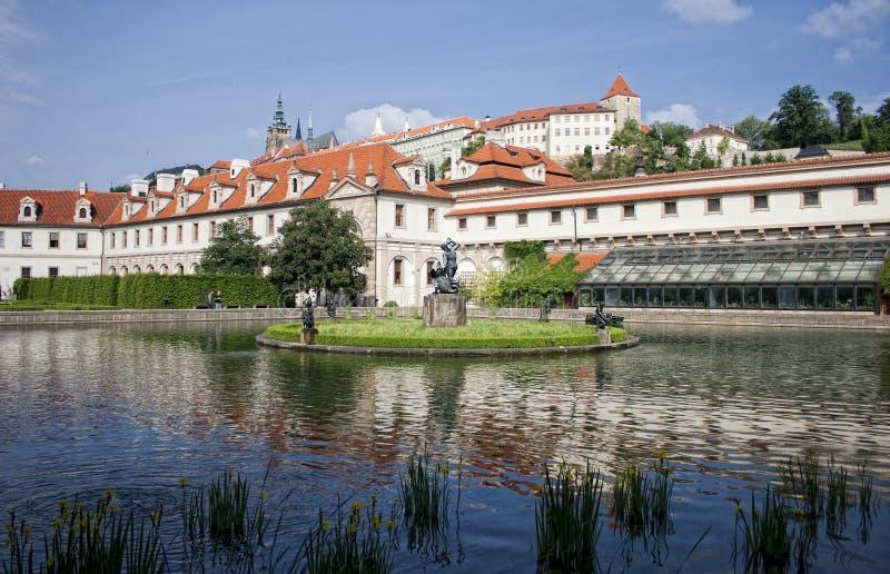 De gebouwen van Parlament en park, Praag royalty-vrije stock foto