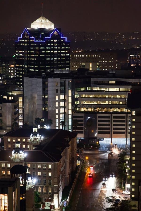 De gebouwen van de Sandtonstad bij nacht royalty-vrije stock afbeeldingen