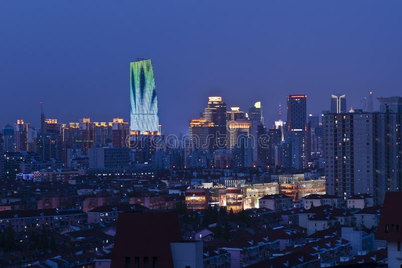 De Gebouwen van Shanghai bij Nacht royalty-vrije stock fotografie