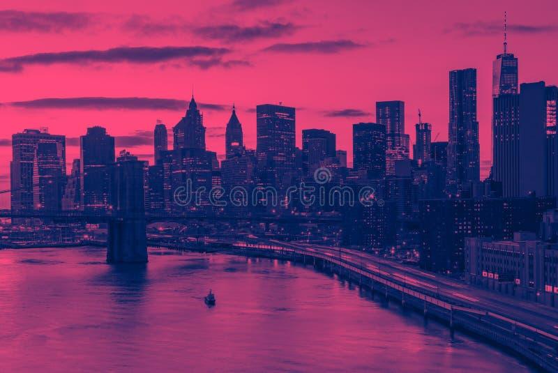 De gebouwen van de de Stadshorizon van New York in roze en blauw royalty-vrije stock fotografie