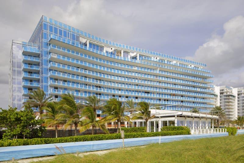 De gebouwen van Surfsideflorida op het strand stock foto