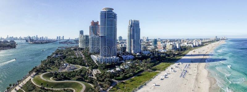 De gebouwen van zuidenpointe en kust, de vorm van Miami de lucht royalty-vrije stock afbeelding