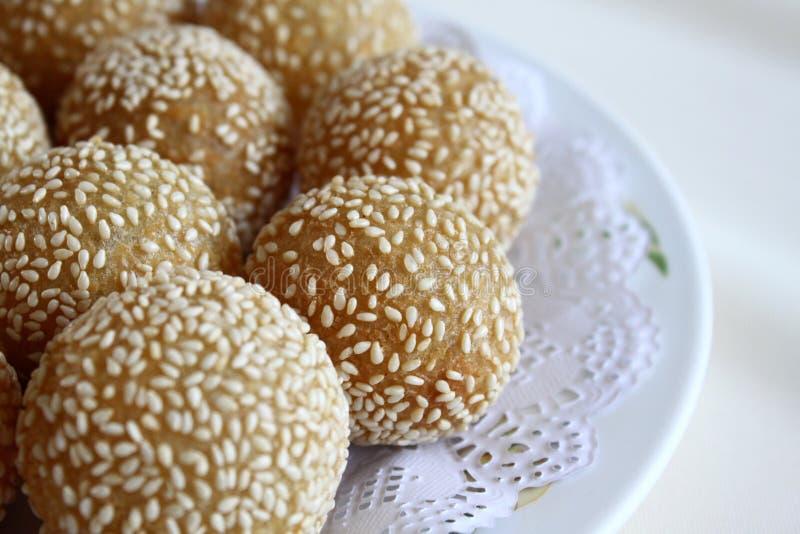 De gebraden Glutineuze Ballen van de Rijst met Sesam stock foto's
