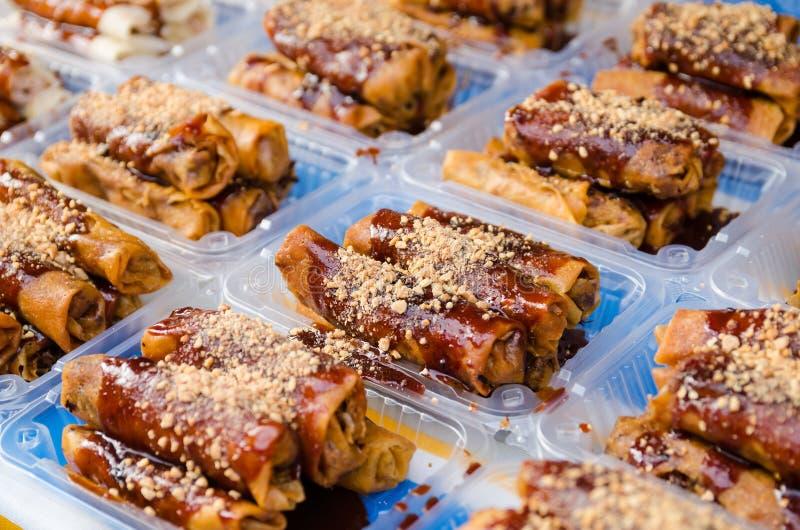 De gebraden lente rolt of Popiah is een beroemd Maleis traditioneel straatvoedsel met selectieve nadruk royalty-vrije stock afbeeldingen