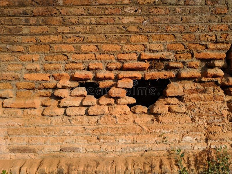 De gebroken achtergrond van de bakstenen muurtextuur stock afbeelding
