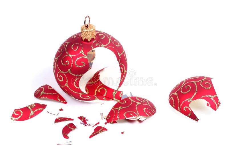 De gebroken bal van Kerstmis royalty-vrije stock foto