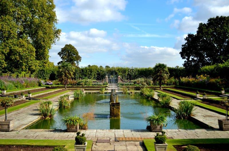 De Gedaalde Tuinen van Kensington Paleis stock foto