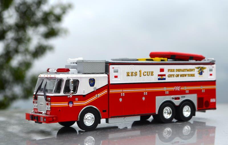 De gedetailleerde Brand van New York en de Afdelings Rood Stuk speelgoed van de Reddingsvrachtwagen voor kinderen stock afbeelding