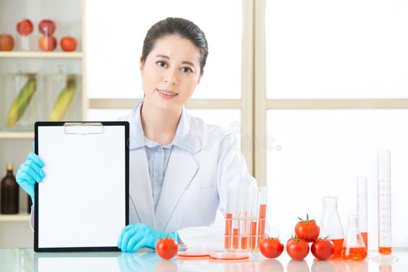 De gegevens van de opnamegenetische modificatie over leeg klembord royalty-vrije stock afbeeldingen