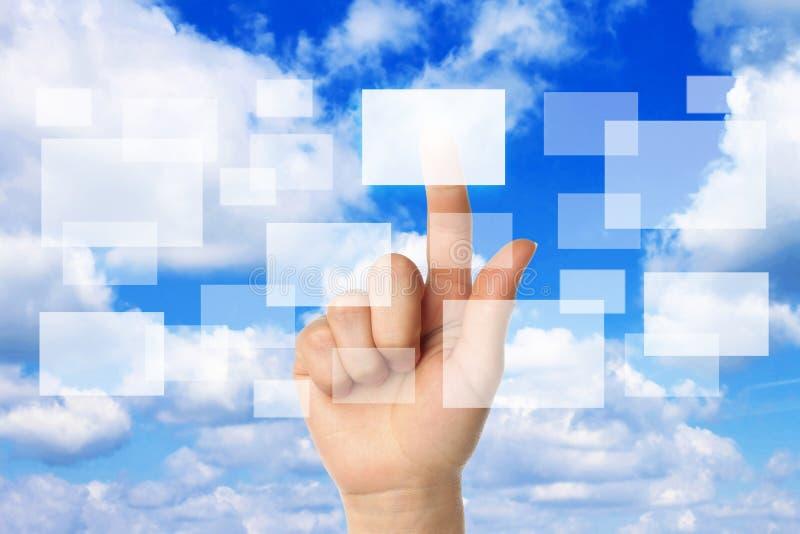De gegevensverwerkingsconcept van de wolk met vrouwenhand stock afbeelding