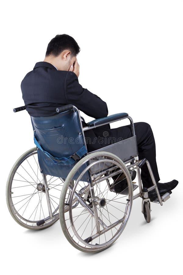 De gehandicapte zakenman kijkt ongelukkig royalty-vrije stock afbeeldingen