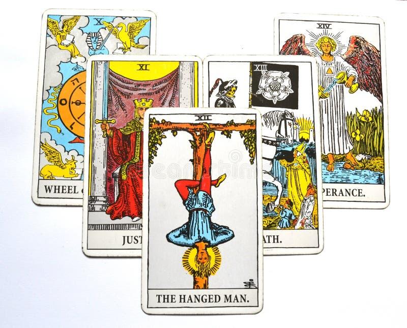 De Gehangen van de de Kaartbezinning van het Mensentarot de Overgavetribune buiten het beeld royalty-vrije illustratie