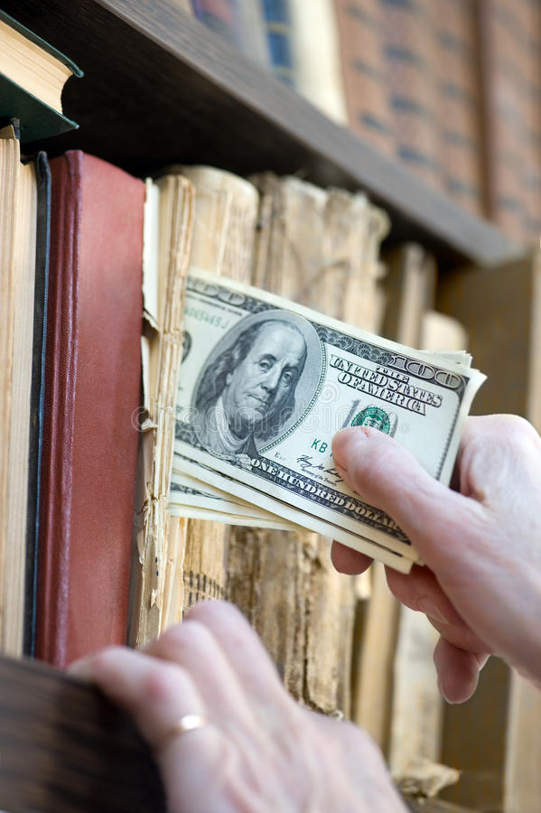 De geheime bergplaats van het geld stock afbeeldingen