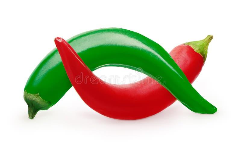 De gehele rode en groene die groenten van de Spaanse peperpeper op wit worden geïsoleerd royalty-vrije stock afbeelding